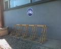 Pie veikala Elis K.Ulmaņa gatvē 2 - nedroši, jo pieslēdzams tikai statīvā iestiprinātais ritenis.