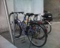 Pie Rīgas domes Satiksmes departamenta. Stabila konstrukcija 6 velosipēdu rāmju pieslēgšanai.